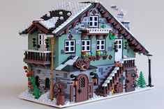 The Winter Chalet by sdrnet is the latest project to achieve supporters on LEGO Ideas. Lego Christmas Village, Lego Winter Village, Lego Village, Lego Minecraft, Lego Moc, Lego Lego, Minecraft Buildings, Lego Modular, Lego Disney