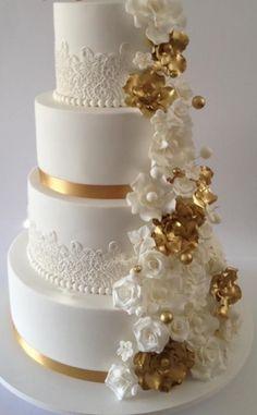 wedding cakes lace U - weddingcakes Pretty Wedding Cakes, Creative Wedding Cakes, Elegant Wedding Cakes, Elegant Cakes, Beautiful Wedding Cakes, Gorgeous Cakes, Lace Wedding, White And Gold Wedding Cake, Black Wedding Cakes