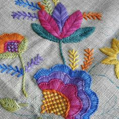 Marvelous Crewel Embroidery Long Short Soft Shading In Colors Ideas. Enchanting Crewel Embroidery Long Short Soft Shading In Colors Ideas. Crewel Embroidery Kits, Embroidery Needles, Hand Embroidery Designs, Embroidery Patterns, Broderie Simple, Creative Embroidery, Thread Art, Brazilian Embroidery, Embroidery Techniques
