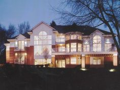 Transitional home constructed by GGC Construction in Bloomfield Hills, MI
