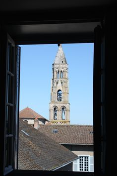 La collégiale à travers la fenêtre des suites