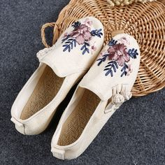 Encontrar Más Pisos de la Mujer Información acerca de Nuevos zapatos del bordado nacional de la dinastía Han de origen chino estilo floral lienzo de lino zapatos de mujer con plana chicas dancel zapatos para caminar, alta calidad zapato de choques, China zapatos zapatos de los niños Proveedores, barato zapatos zapatos de deporte de Crazy In Thai en Aliexpress.com