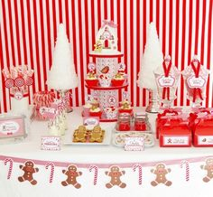Red and White Christmas Table #redwhite #christmas