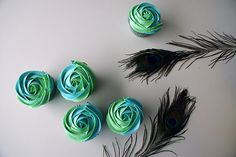 peacock themed cupcakes