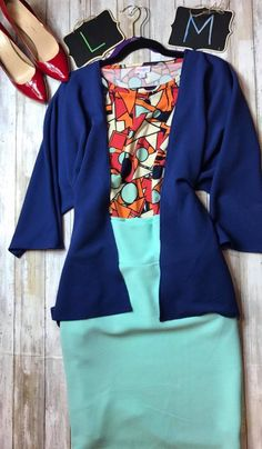 This LulaRoe outfit styled by pattern mixing pro Saira Valley of LulaRoe Bobbie's Dreamers! To purchase, visit their Facebook group at www.bobbiesdreamers.com