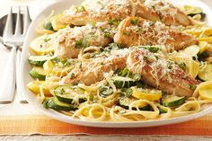 Farmers' Market Chicken Skillet – Make the most of your farmers' market finds with this chicken and pasta skillet topped with zucchini, squash, garlic, cheese and fresh basil. (Bake Squash And Zucchini) Chicken Skillet Recipes, Turkey Recipes, Pasta Recipes, Cooking Recipes, Healthy Recipes, Casserole Recipes, Dinner Recipes, Recipe Chicken, Healthy Meals