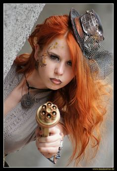 WOW  love the hair, makeup...everything!  She is so lovely!  Steampunk de Ulrich Leimkötter