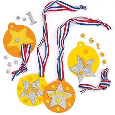 Everyone will be a winner with these fun foam medals! Each kit comes with foam medal, glitter foam decorations and coloured ribbon. Great for sports days! Cute Kids Crafts, Craft Kits For Kids, Toddler Crafts, Diy For Kids, Sports Day Decoration, Trophy Craft, Blog Da Tia Ale, Make Your Own, Make It Yourself