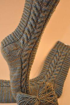 Ladder by Susanne Kölling free / German courses – Tricot tendance 2019 Crochet Socks, Knitting Socks, Loom Knitting, Baby Knitting, Knitting Patterns, Knit Crochet, Crochet Patterns, Knit Socks, Patterned Socks