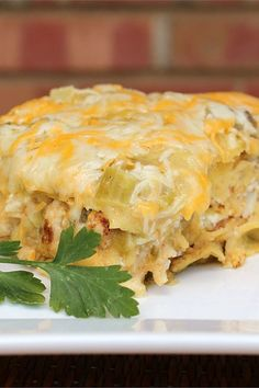 Quick and Easy Green Chile Chicken Enchilada Casserole - Dinner Ideas - Chicken Recipes Easy Enchilada Casserole, Enchilada Recipes, Casserole Recipes, Mexican Casserole, Enchilada Sauce, Dinner Dishes, Food Dishes, Main Dishes, Mexican Dishes