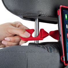 Showfolio Black/ Poppy Red. Showfolio Black/ Poppy Red. For iPad Mini & iPad Mini w/ Retina Display SPK-A2698 Clips for easy setup & removal on most two-post headrests