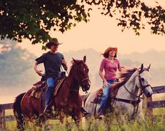Lucas Till and Miley Cyrus in Hannah Montana Movie Cute Country Boys, Country Life, Trail Riding, Horse Riding, Disney Channel, Miley Cyrus, Hannah Montana The Movie, Lucas Till Hannah Montana, Tennessee