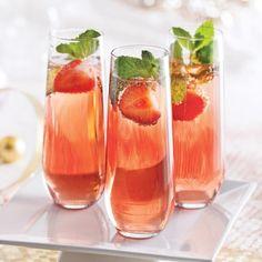 Cocktail au vin mousseux, fraises et menthe - Recettes - Cuisine et nutrition - Pratico Pratique