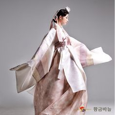 [대여]웨딩활옷 - 황금바늘 쇼핑몰 Traditional Japanese Kimono, Korean Traditional Dress, Traditional Fashion, Traditional Dresses, Korean Dress, Korean Outfits, Modern Hanbok, Korean Wedding, Unique Fashion