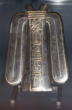 Noeud d'ISIS Bronze noir incrusté d'or Basse époque. 664-332 av. J.-C. Musée du Louvre inv. E4358