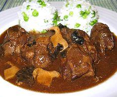 Kančí plecko na houbách Goulash, Stew, Food And Drink, Pork, Lunch, Meat, Dinner, Cooking Recipes, Pork Roulade