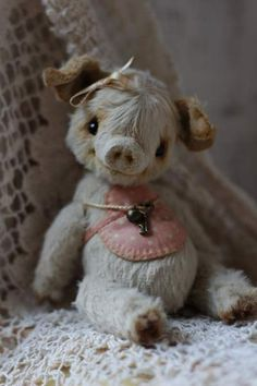 Pig Svea By Anzhelika Costin - Artist teddy pig Sveaaprox. 13 cm. 100% handmadeOriginal sewing patternUnique / Exclusive ! Viscose, cottonFilled with washable cotton craft and the steel granulesglass eyesJoint discs - head, arms and legs are movable<b...