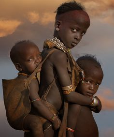 ✿ ❤ Children of the Hamar Tribe, Omo Valley, Ethiopia, Africa (photo by Stephen Wallace) Precious Children, Beautiful Children, Beautiful Babies, African Culture, Baby Kind, Rodin, African Beauty, Interesting Faces, World Cultures