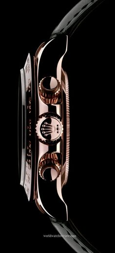 Rolex Oyster Perpetual Cosmograph Daytona automatic chronometer watch (side view)
