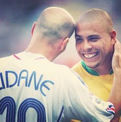 Zinedine Zidane (France) and 'Ronaldo' Ronaldo Luís Nazário de Lima (Brazil… Football Icon, Best Football Players, Football Is Life, World Football, Soccer Players, Football Soccer, Baseball, Legends Football, Zinedine Zidane