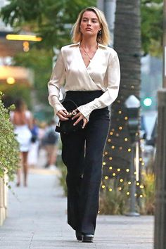 Margot Robbie a Beverly Hills Margot Robbie Style, Margo Robbie, Actress Margot Robbie, Beverly Hills, Celebrity Style, Celebs, My Style, Outfits, Clothes