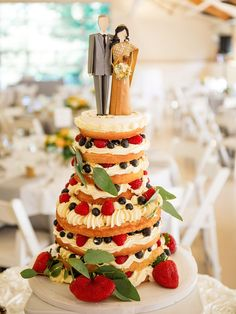 Wedding decor becomes more creative. Take a look at this fresh and unique wedding cake toppers ideas that will totally personalizing your day! Fun Wedding Cake Toppers, Uk Wedding Cakes, Fruit Wedding Cake, Unique Cake Toppers, Pretty Wedding Cakes, Wedding Topper, Elegant Wedding Cakes, Beautiful Wedding Cakes, Wedding Desserts