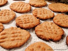 DIABETIC FRIENDLY - Sugarless and Flourless Peanut Butter Cookies made with no flour or added sugar that are delicious! The perfect Keto-Friendly, low carb dessert to enjoy. Diabetic Cookies, Diabetic Deserts, Diabetic Friendly Desserts, Healthy Snacks For Diabetics, Low Carb Desserts, Diabetic Foods, Diabetic Sweets, Cooking For Diabetics, Diabetic Dessert Recipes