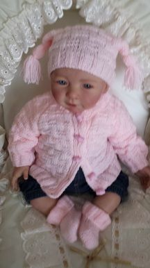 Reborn and Baby Hand Knits Baby Knitting Patterns Free Newborn, Knitting Baby Girl, Free Baby Patterns, Baby Cardigan Knitting Pattern Free, Knitted Baby, Knitting Dolls Clothes, Baby Doll Clothes, Babies Clothes, Knit Baby Dress