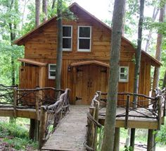 Mohican treehouse on Animal Planet's 'Treehouse Masters,' a new possibility for high-end campers. Check out this new outdoor hideaway! Great for families and couples.