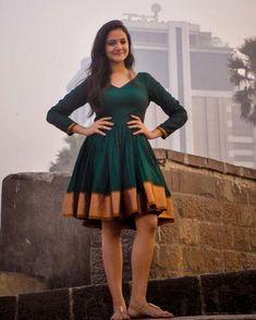 Deep Green Narayanpeth Organic Sari Dress by AadikarInk on Etsy Lehenga Designs, Kurta Designs, Saree Gown, Sari Dress, Frock Design, Indian Gowns Dresses, Indian Outfits, Frock Fashion, Fashion Dresses