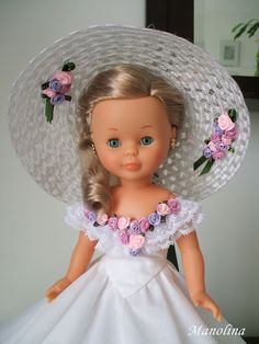 Very pretty. Doll Clothes Patterns, Girl Doll Clothes, Clothing Patterns, Sewing Dolls, Ag Dolls, Vestidos Nancy, Nancy Doll, Wellie Wishers Dolls, Disney Animator Doll