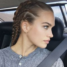@ stormibree - Just braided my hair whilst in the backseat woop I've always wanted to be able to braid my own hair woooo
