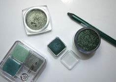 Favourite Greens #shadow #eyeshadow #loreal #annabelle #thebodyshop #mac #pigment