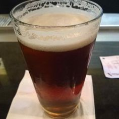 Cerveja Rahr & Sons Rahrs Red, estilo American Amber Ale, produzida por Rahr & Sons Brewing, Estados Unidos. 3.5% ABV de álcool.