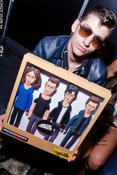 OMG! WTF???!!! Arctic Monkeys aren´t a fu**ing boyroup! Look at Alex face, he doesn´t like it either :-D