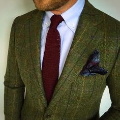How to Wear an Olive Jacket or Blazer: Men's Style Guide Tweed Blazer Men, Tweed Suits, Tweed Men, Blazer Jacket, Tweed Groom, Green Blazer, How To Wear Blazers, Blazers For Men, Black Blazers