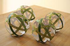 DIY Fabriquez vos boules de Noël avec du beau papier
