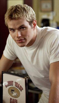 Emmett Cullen (Kellan Lutz) Twilight Saga in heroes episode!