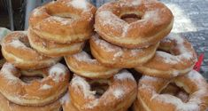 Do you like donuts? Let us rephrase, do you LOVE donuts as much as we do? Would you like to be the most popular person wherever you go? Then this easy to understand video will teach you exactly how to make fresh, mouth watering donuts in the comfort Donut Shop, Doughnuts, Bagel, Cake Recipes, Easy Meals, Food And Drink, Pumpkin, Bread, Baking
