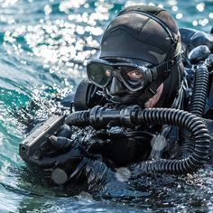 """Combat divers of french SOF, underwater commando called """"Commando Hubert"""" from french navy. ."""
