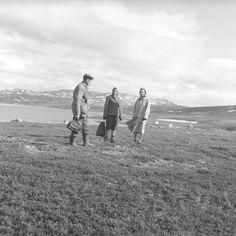 DigitaltMuseum - Foreldre og datteren på fjelltur. De er fra venstre: Arne Nakken, Aase Jacobsen og Sigrid Nakken. Stedet er ukjent.