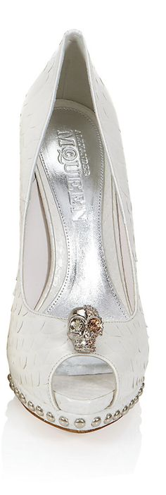 Best Alexander McQueen white wedding dress from around the world, posted on February 2014 in Wedding shoes Stilettos, Pumps, Fashion Moda, Look Fashion, Fashion Shoes, High Fashion, Alexander Mcqueen, Shoe Boots, Shoes Heels