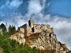 #Slovakia #castle Castle Strečno Heart Of Europe, Chateaus, Medieval Art, Amazing Pictures, Abandoned Buildings, Capital City, Cathedrals, Homeland, Places To Travel