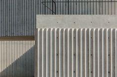 """styletaboo: """"Cherem Arquitectos - House P Huixquilucan [Mexico, """" Concrete Facade, Concrete Architecture, Concrete Houses, Concrete Texture, Precast Concrete, Concrete Structure, Concrete Wall, Architecture Details, Wood Facade"""