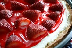 This strawberry dessert pizza looks awesome!