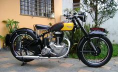 http://www.vintagebike.co.uk/wp-content/uploads/gallery/panther/1951-panther-model-75-1-932x570.jpg