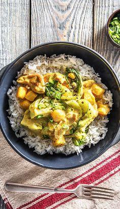 Rezept: Curry mit Putenbrust und Mango dazu Pak Choi und Basmatireis. Leichtes Gericht für den Sommer mit einem Hauch von Asien.  Thailand / Glutenfrei / Hellofreshde / Kochen / Exotisch Essen / Ernährung / Kochbox / Zutaten / Gesund / Schnell / Einfach / DIY / Gericht / Blog / Leicht  #pakchoi #curry #mango #exotisch #thailand #reis #glutenfrei #exotisch #hellofreshde #kochen #essen #zubereiten #zutaten #diy #rezept #kochbox #ernährung #gesund #leicht #schnell #einfach