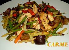 Plato muy rápido de elaborar, las verduras son congeladas que están listas en 8 minutos. El pollo cortado en tiras y los champiñones laminados o en trozos pequeños.  Comida rápida casera.