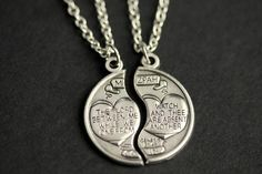 Articles similaires à Couples - collier sur Etsy His And Hers Necklaces, His And Hers Jewelry, Matching Necklaces For Couples, Couple Necklaces, Valentines Sale, Easter Sale, Halloween Sale, Christian Jewelry, Initial Charm