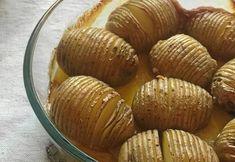 Hasselbacksgratäng med grädde och vitlök | Land Cantaloupe, Muffin, Fruit, Breakfast, Food, Breakfast Cafe, Meal, Hoods, Muffins